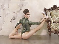 Stunning Flexible Girls !